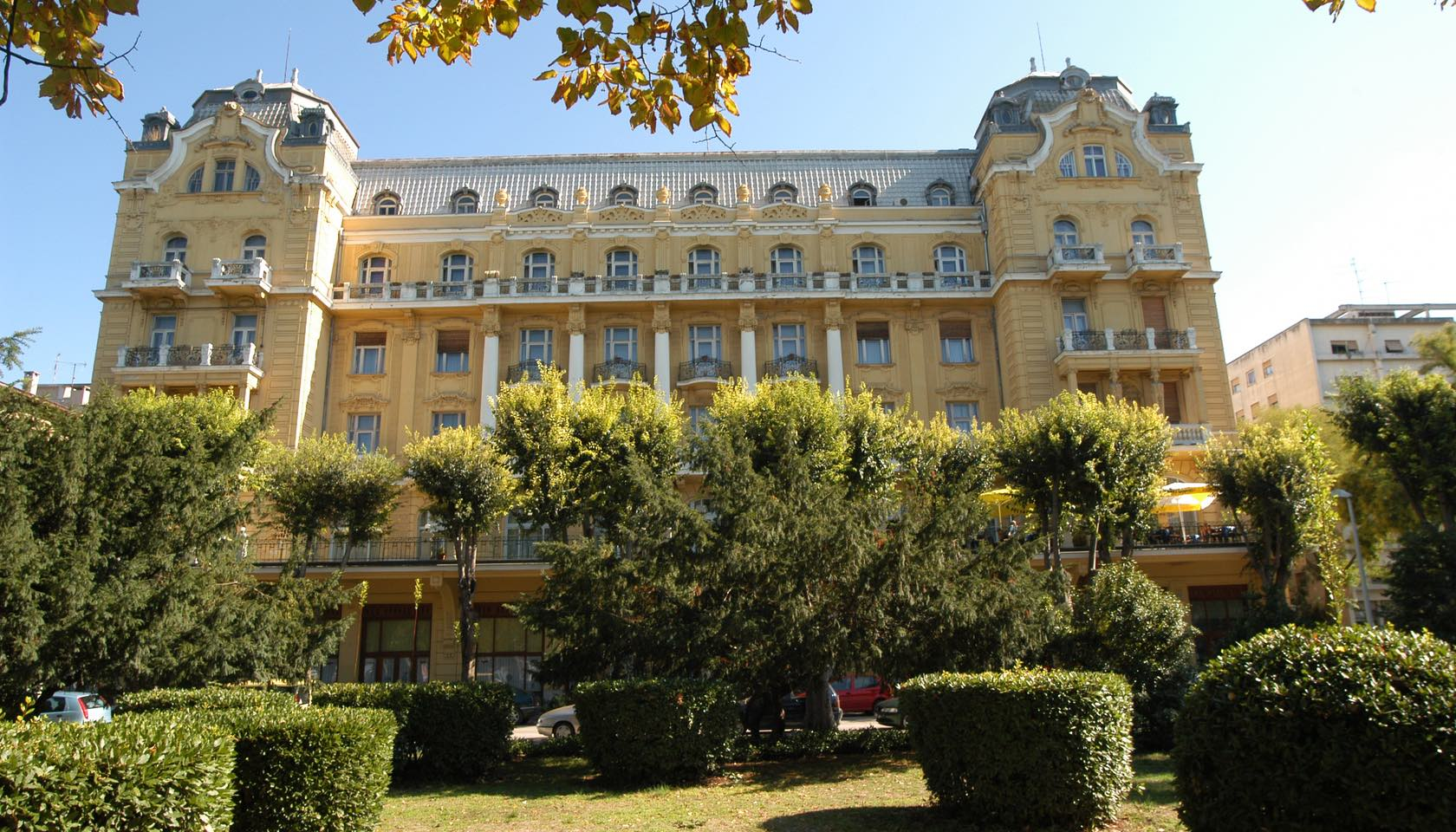 Guest house riviera pula hotel arenaturist for Riviera house